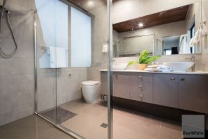 62 Waterline Boulevard bathroom